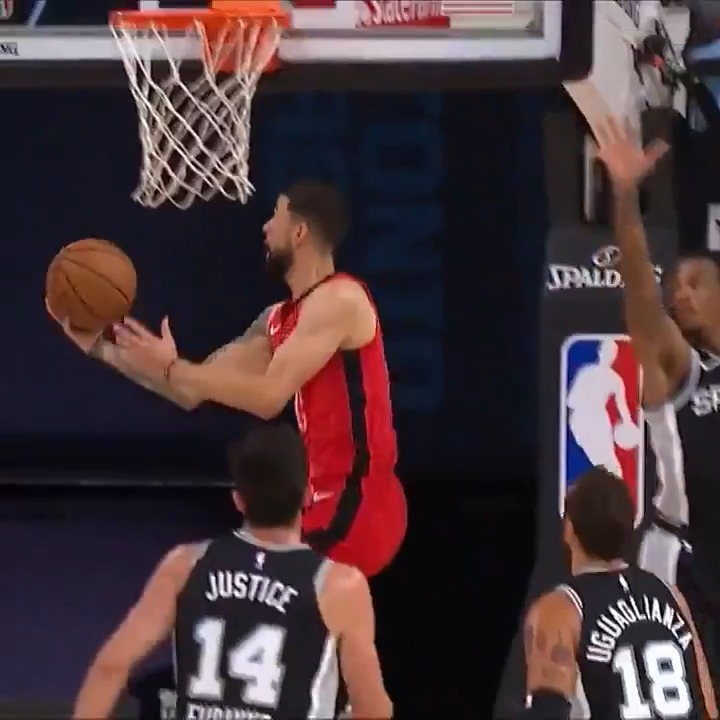 Austin Rivers (career-high 41 PTS last game) with the SMOOTH reverse.  #WholeNewGame on @NBATV https://t.co/tkhsCOoxtY