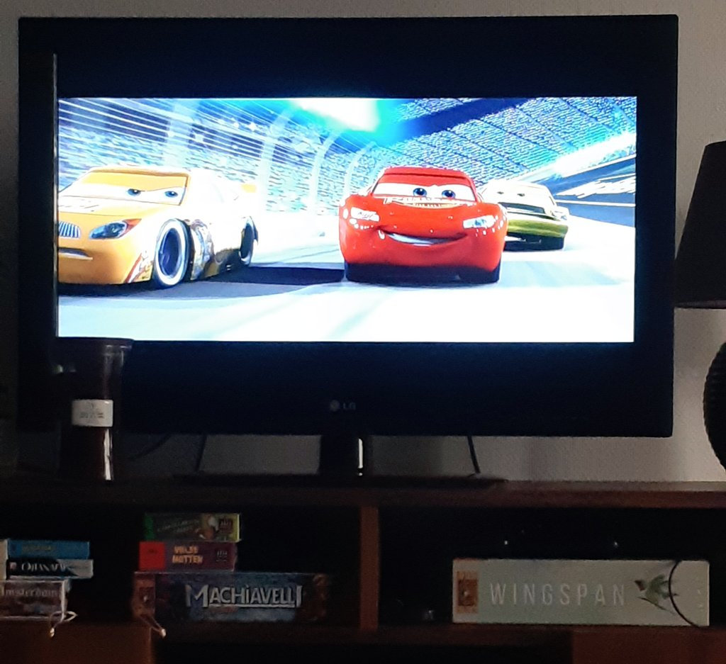 Watching some Nascar! 😉🚗 #Cars #NascarVibes https://t.co/hGBncdKwej