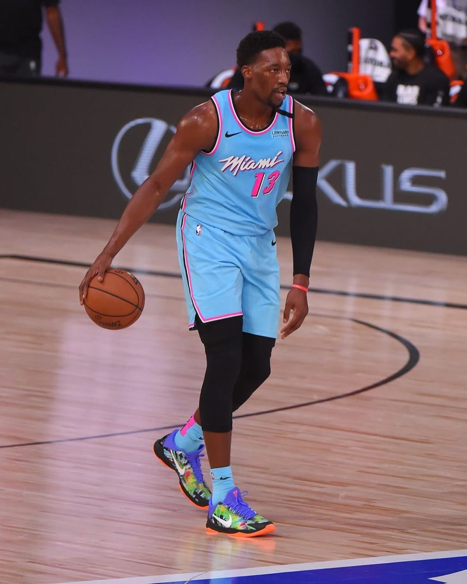 "The ""EYBL"" Kobe 5s and the Heat uniform combo is fire. @Bam1of1 https://t.co/NEaGyMgPZG"