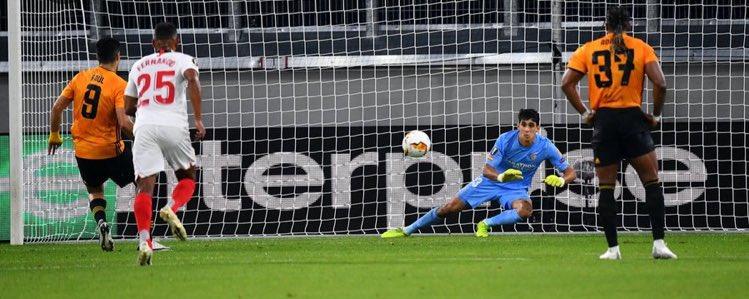Sevilla elimina a Wolverhampton de último minuto de la Europa League, Raúl Jiménez falló un penal en el comienzo del juego