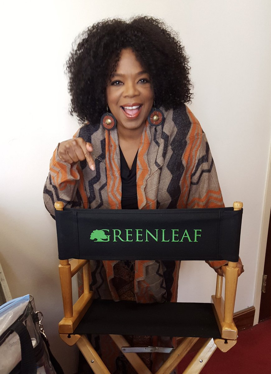 I know Aunt Mavis is raising a glass to y'all in her jazz bar in Sweden 🥂 #GreenleafOwn https://t.co/k1l05IeFw9