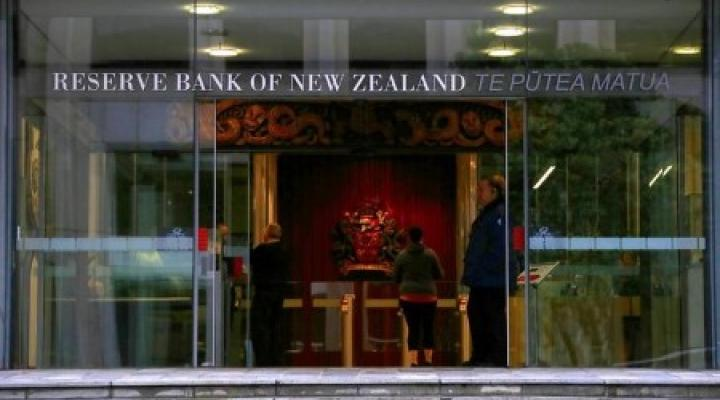 #NewZealand says possible source of new #coronavirus #cluster; No decision yet on delaying national #election https://t.co/E9FgMH3eLQ #Auckland 3-day #lockdown  #RBNZ keeps rate steady;Extends asset buy prog to NZ$100 bln; ready to explore #negative #rates https://t.co/A9gFdm1NDz https://t.co/Qrn4bLKeJI