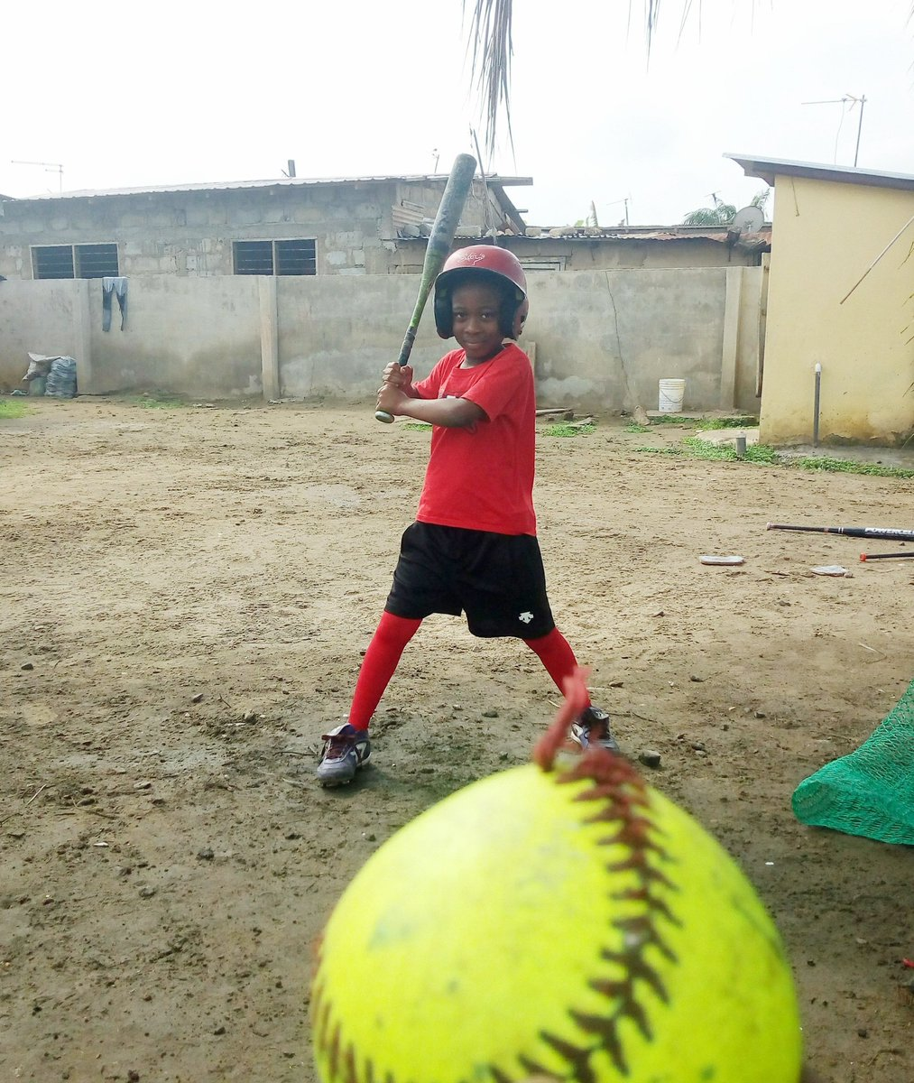 The girls are working so hard every time. Let's do some batting  practice! @14uGloryNaudin @16uGloryNaudin @EastonFastpitch @MLB @alyssag_94 @DainaMuoz4   #Helpspreadsoftballinthecommunities3 https://t.co/lPKC6hYTTD