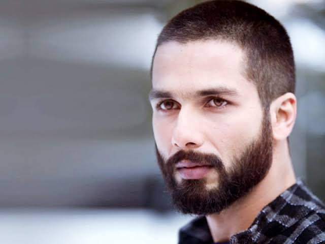 After the success of #KabirSingh, @ShahidKapoor adds yet another feather in his cap as his 'Haider' gets featured in the list of Top 10 cinematic #Hamlets across the globe along with Mel Gibson & Ethan Hawke! Congratulations, dear Shahid! https://t.co/9DZMwkWc8u