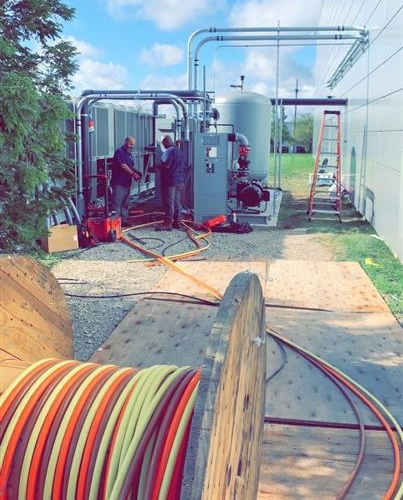Replying to @serve_electric: Running an 800 amp parallel feed coming from inside on a beautiful day 😎