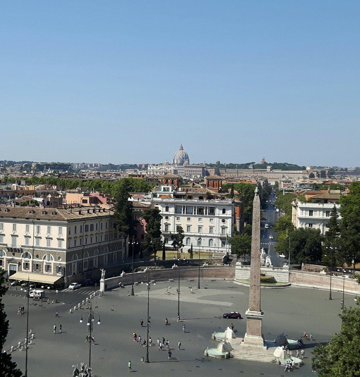 I missed you sooooo much!  #Roma #Romepic.twitter.com/UeHQnGmneJ