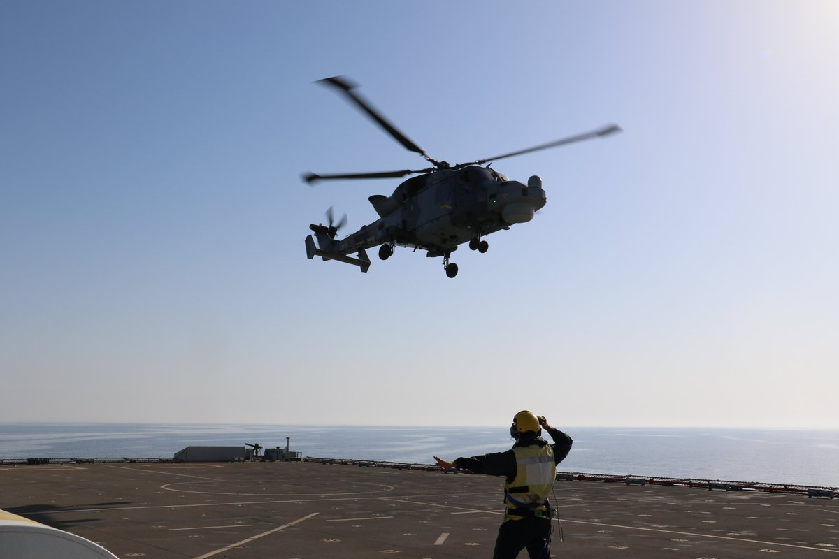 Putting on a show. We thought as we are missing the #BournemouthAirFestival, why not do our own from @RFACardiganBay with @HMSArgyll's Wildcat? @RoyalNavy #flynavy