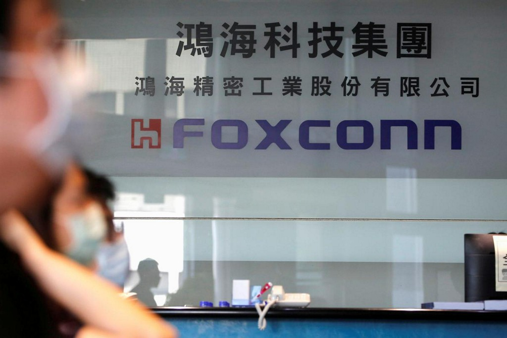 Apple supplier Foxconn's profit beats view, sees smartphone demand off lows https://t.co/yIpP1gxlEr https://t.co/O1QV1TkyHL