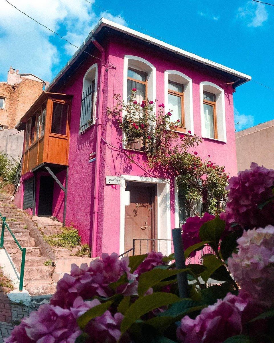 All the inspiration one needs awaits at Istanbul 🌺  📸:IG: yasinntekin  #oneistanbul #istanbul #city #travel #istanbultrip #colorful #inspiration #colorfulhouses #sariyer https://t.co/uRF1AxlY2Y