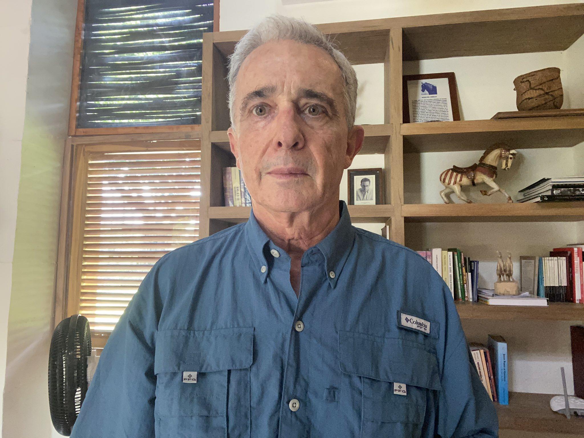 Uribe seguirá privado de su libertad