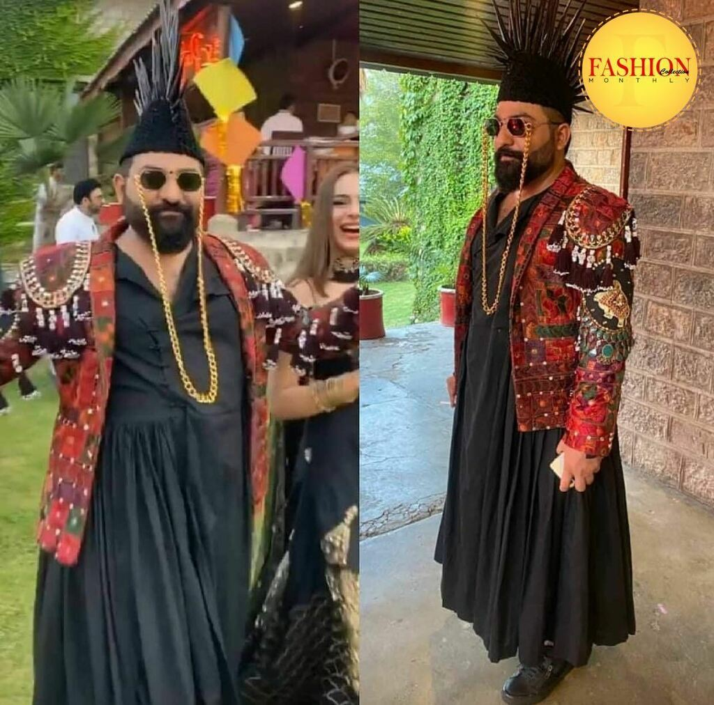 When Ai Xeeshan goes to a wedding in his style 😍 . #Fcmag #desginer #pakistan #style #stylish #karachi #august #wednesday #dailynews #latestfashion https://t.co/upS8W9FLZS https://t.co/YgisYi2acy