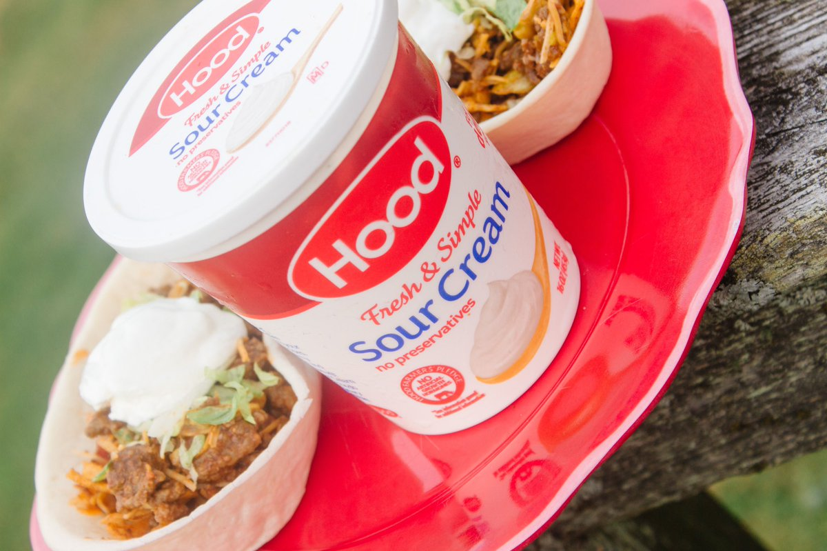 Looking for the perfect summer meal to eat right in your backyard? #ad Head to my latest blog post to check out my delicious taco salad bowls topped with @HpHood Sour cream! #TouchofHood #IC https://t.co/knIT2oYij4 https://t.co/2NU1XagYEY