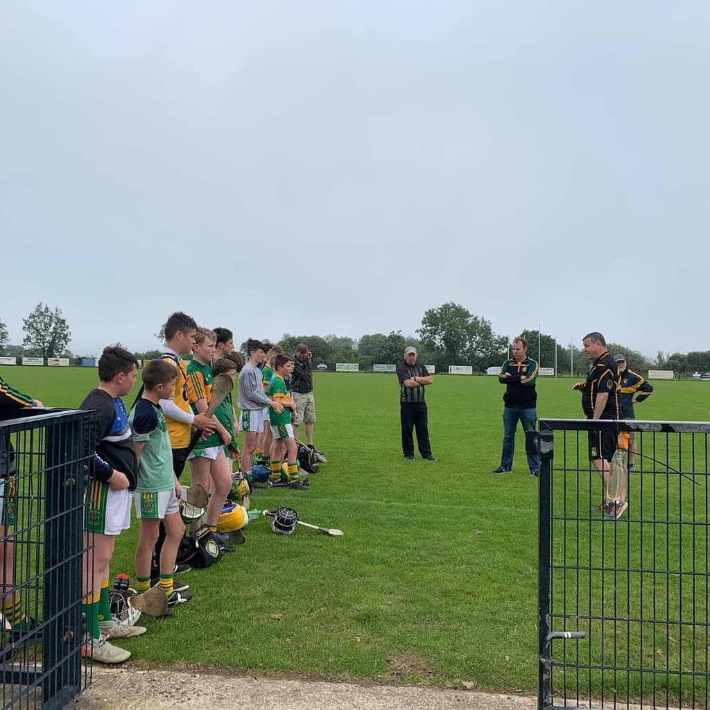 Big shout out to our neighbours @kickhamscreggan, who welcomed our u14 hurlers and Vice Chairperson.  Class!.  #pobal #clann #gaeilge #sult #spraoi #clg #gaa #né #NÉA #peil #peilnamban #Iománaíocht #camogaíochta #oneclub  #attitude #hardwork #respect #co… https://t.co/oPdMBrwmiN https://t.co/WlU9XGcGXZ