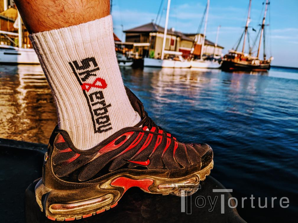 test Twitter Media - Final vacation day, final @sk8erboy_shop Sox day from the Baltic Sea 🐽 Spending the Golden Hour at the harbour taking pics. Later there'll be ice cream but nobody wants to see that 😱😂 https://t.co/H4UmUHDbxw