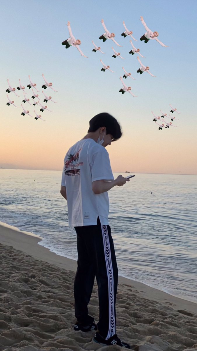 RT @hrjjilin: @Jae_Day6 dowoon is very good at taking pictures  with seagulls on the beach for example. https://t.co/GuuRJ7MOWb