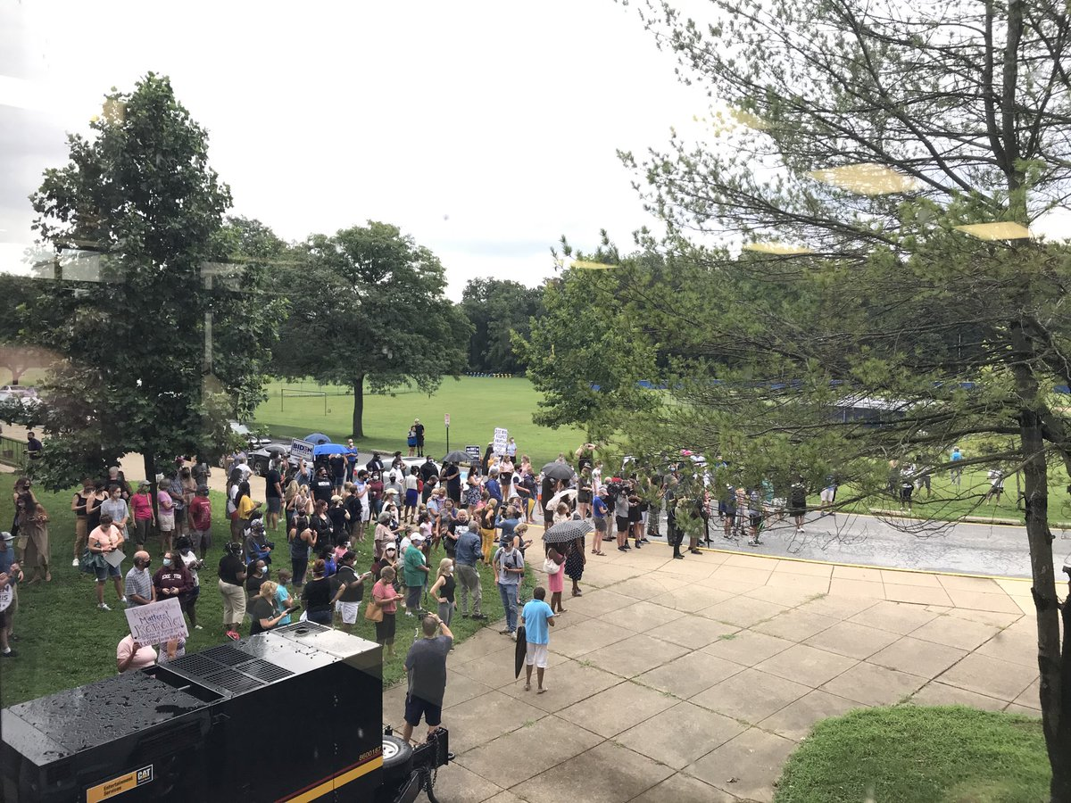 A crowd has gathered outside the Wilmington high school where Biden and Harris are set to appear this afternoon https://t.co/5iWmhSZObn