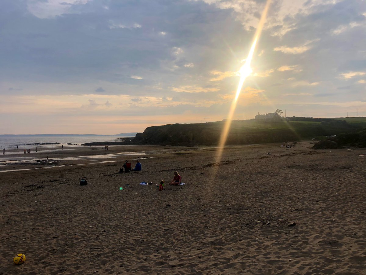 🌊 Evening swims! We chanced Ballycroneen but a whole load of jellies had the same idea 🥴 So we hopped over to Inch 🏖 Not bad for a Wednesday 👩👧 https://t.co/47Y7JkS63s