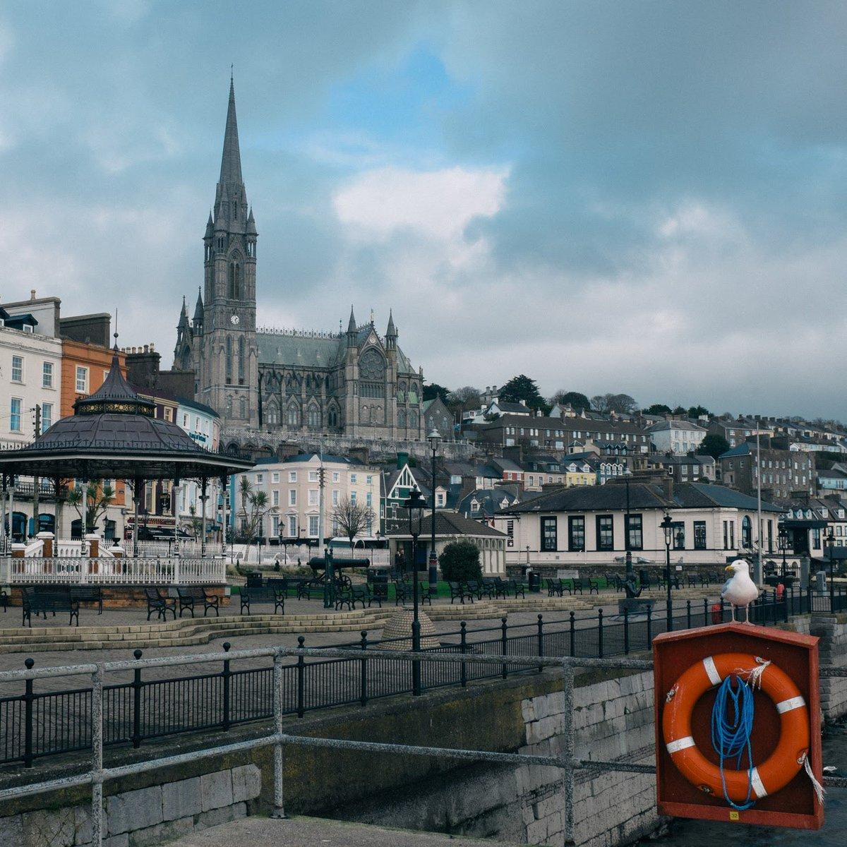 アイルランド🇮🇪の事を話してたら、アイルランドが恋しくなった。 タイタニック号が最後に立ち寄った町コーブ(Cobh) 人口13,000人しかいない町だけどとても立派な大聖堂がある。 #アイルランド #コーヴ https://t.co/W692E2VT6A