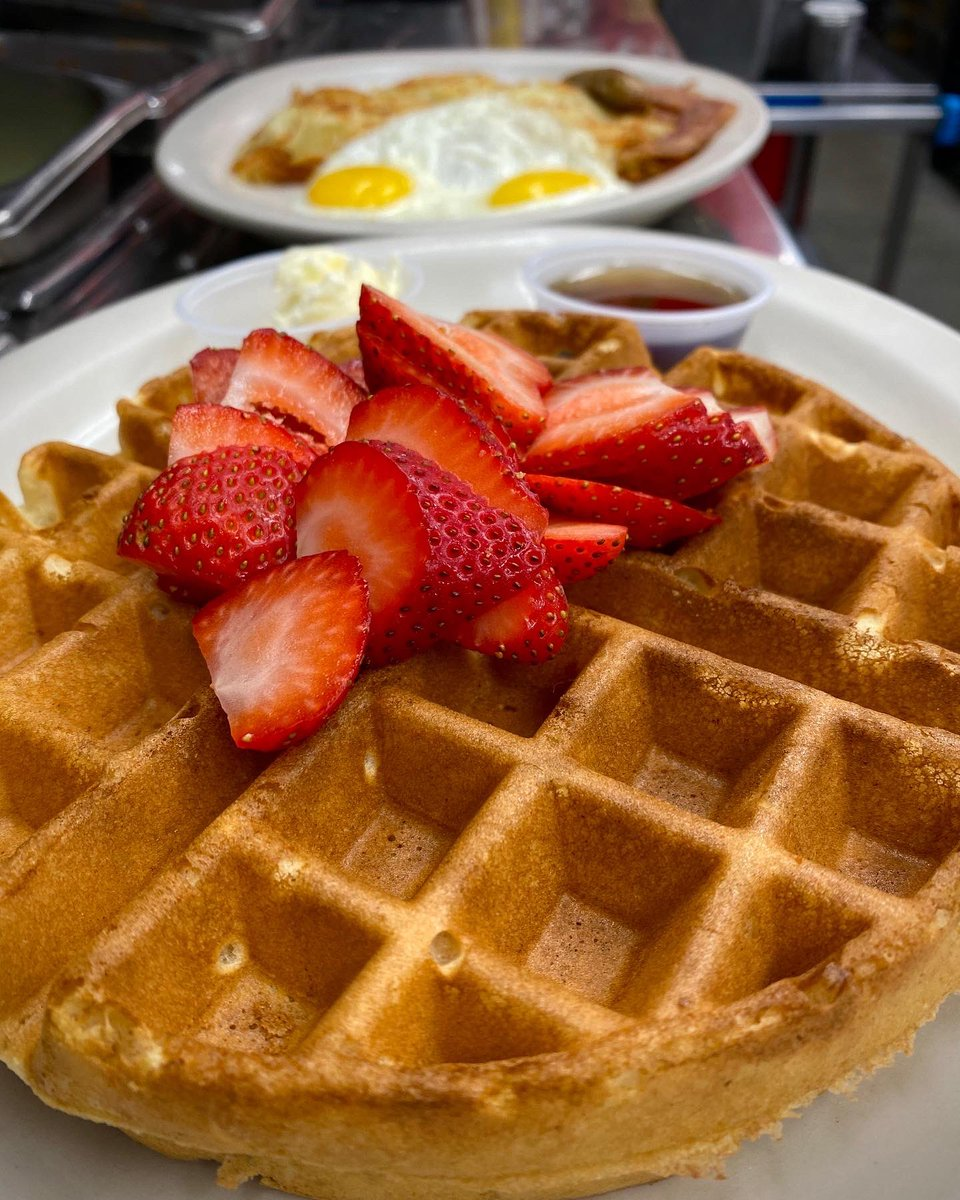 🧇 #waffles with strawberries 🍓🍓   🕰 OPEN 7am-6pm  🥡 Patio Seating / Pickup  📱(818)766-8698   #themagnoliagrille  #losangeles #visitla #visitcalifornia  #hollywood #burbank #pasadena #glendale #westhollywood #foodlover #foodie #foodiepicts #eatla #losangelesfood #eggs https://t.co/YmgG24lGTc https://t.co/n6yZWZKd7p