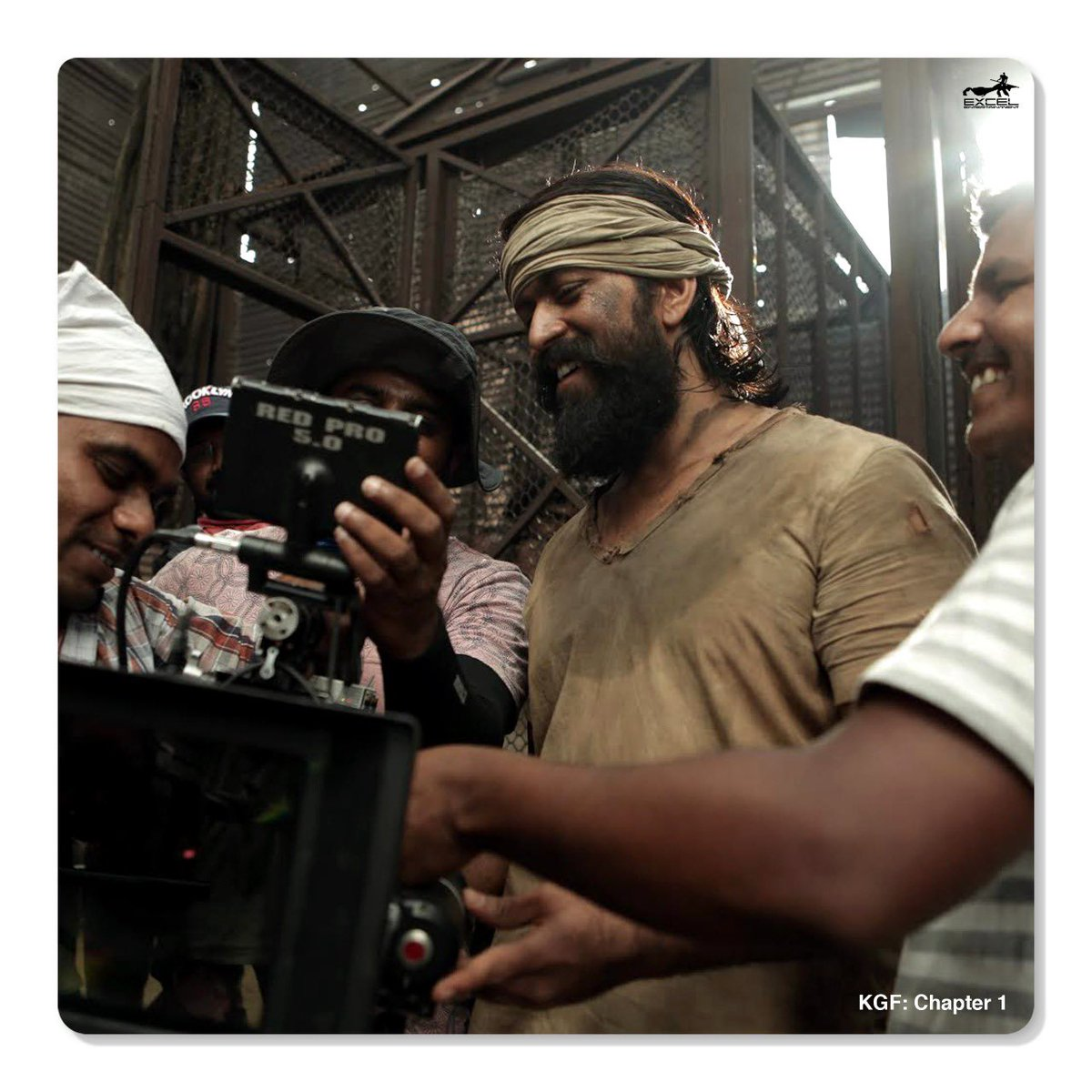 Can you guess the scene they shot for? #ThrowbackThursday  @TheNameIsYash @hombalefilms   #KGFChapter1 https://t.co/DZVjK6Yj9B
