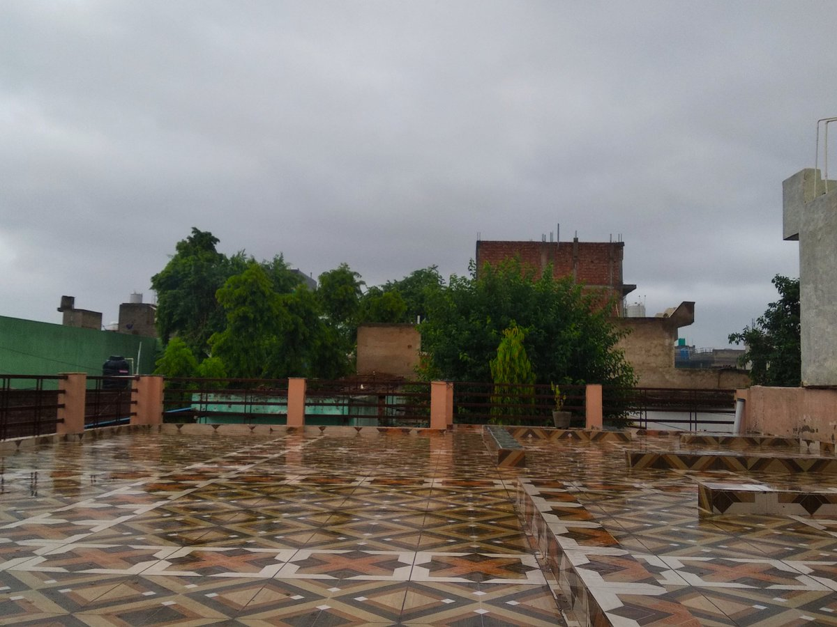Finally #Delhi NCR recorded Widespread heavy rainfall  #Delhi #Rainfall  #Ayanagar 99 #Palam 94 #Ridge 85 #Lodhi Road 73 #Safdarjung 68  Other stations in NW india #Chandigarh 72 #Rohtak 48 #Ambala 39 #Bareilly 36 #Lucknow 21 #Meerut 17  #delhirains #delhirain #gurugram #gurgaon https://t.co/WxhrvCf83U