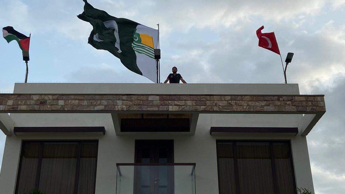 Preparation's of 14th August at @SAfridiOfficial #Afridi's house with the flags of #Palestine🇯🇴 #Turkey🇹🇷 #Kashmir🇵🇰and #Pakistan🇵🇰  💪✌️👏 @Palestine_UN @MirwaizKashmir @alikeskin_tr @RTErdogan @trpresidency @ImranKhanPTI @pid_gov https://t.co/l9ZHa8Y81v
