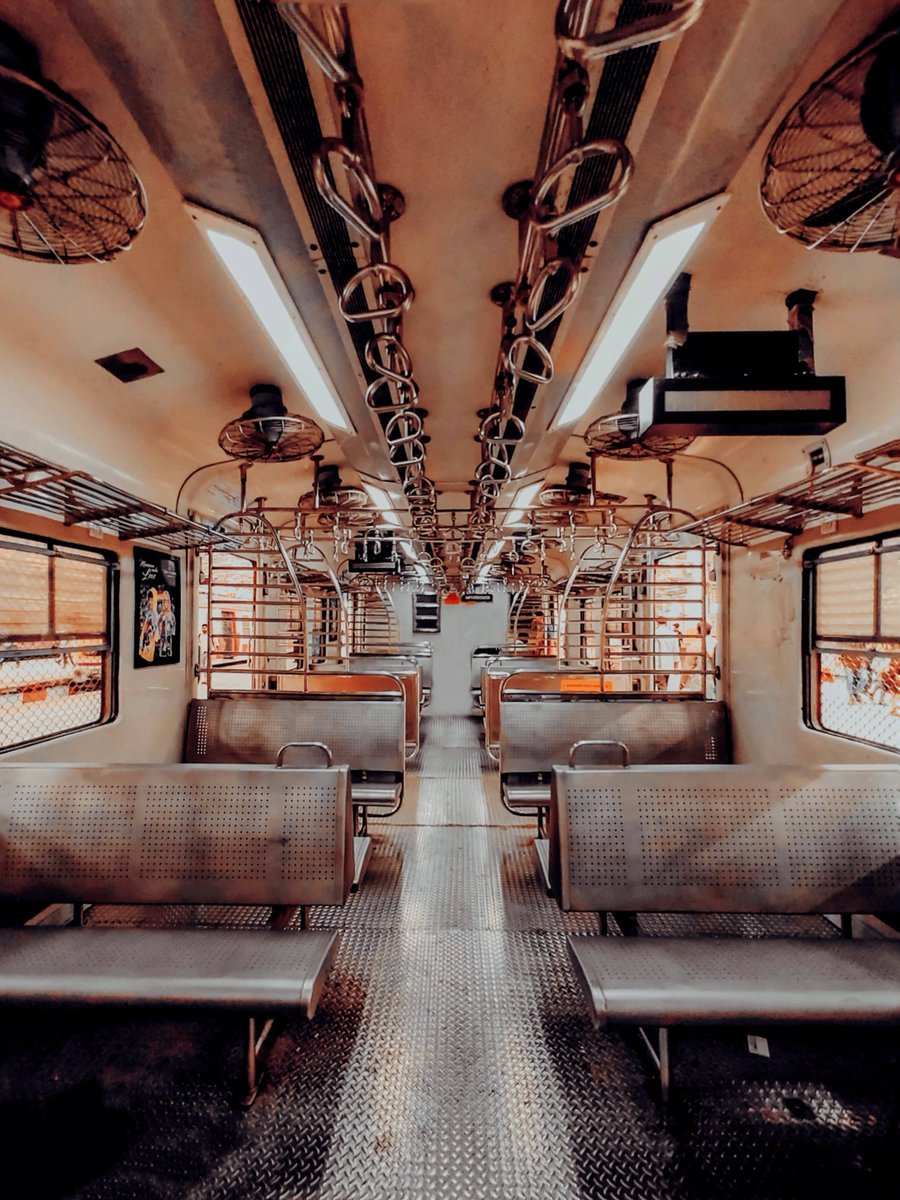 Mumbai Local Train 🚉 .  .  .  .  .  #mumbaitrain #mumbai #photographyeveryday #PhotoOfTheDay #maharashtra https://t.co/j6nerKUGDl