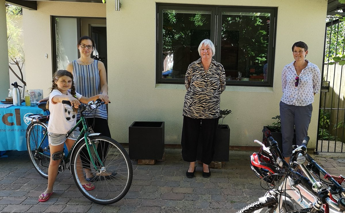 Congratulations & thanks to everyone involved in #BikesForKeyworkers: we've handed out our 200 bike 🙌 Here's Emily, Judy & Sara giving Agnes her bike. Next target is 300 🚴♀️: if you're able to help, we'd be delighted 👇 @windrushbikepro @OxfordCity  https://t.co/Q6ZcmNGSf6