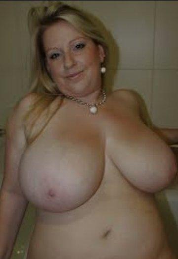 Nackt reife frau mollig Mollig nackt