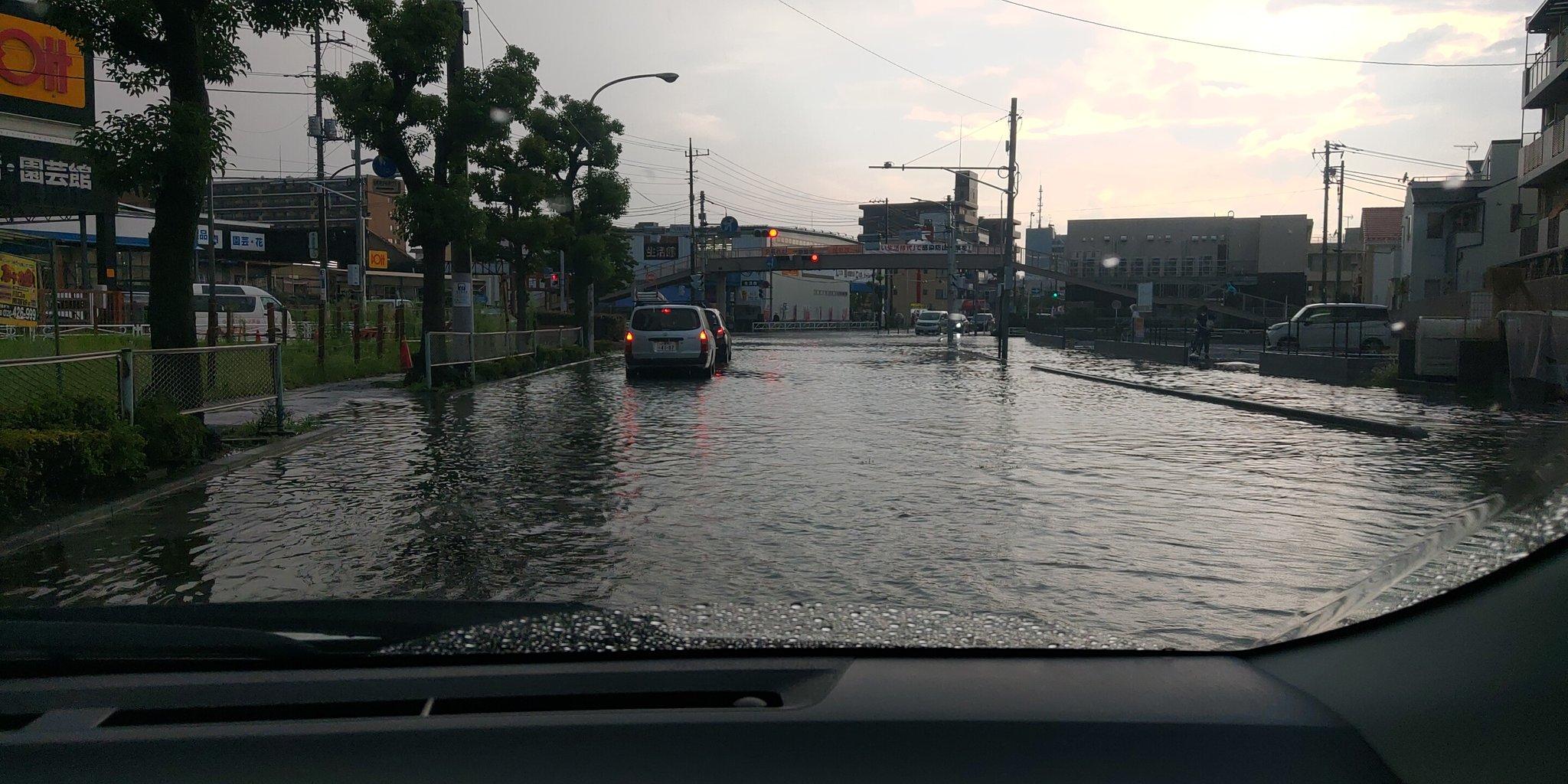 戸田市の道路が冠水している画像