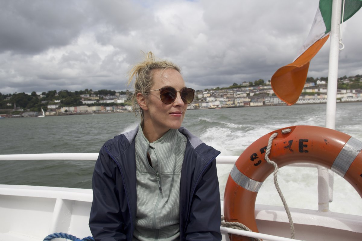 Fáilte Ireland and @RTEOne have joined forces on a new TV show 'No Place Like Home' Hosted by @gokathrynthomas the second episode airs this Sunday at 6.30pm as she continues her journey though #Waterford ending in historical East Cork  👉 https://t.co/c5vvOAbe3B  #TourismTogether https://t.co/F5pKY5UYtQ