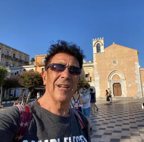 Edoardo Bennato scatta un selfie a Taormina in attesa del concerto al Teatro Antico - https://t.co/t8nHDN0KHe #blogsicilianotizie