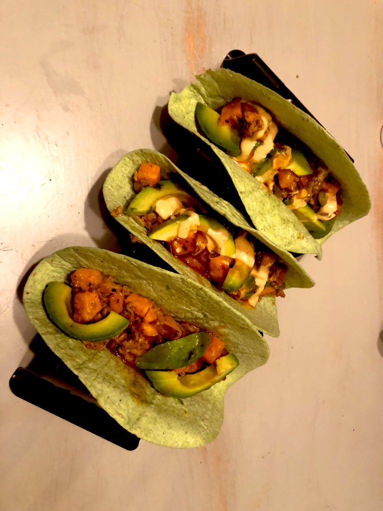 Turkey & Sweet Potato Tacos. #turkey #tacos #helathytacos #healthydecisions #castiron #castironcooking #taconight #avocado @LodgeCastIron https://t.co/IRFuLRbXR1
