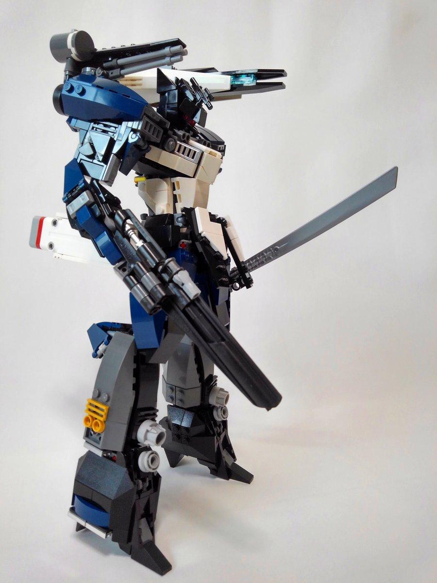 """#LEGOmech """"Baquit""""  BMI(brain machine interface)が汎用有人兵器へ組み込まれ適応パイロットにより従来の兵器を旧時代のものとした。 本機は人型形状により搭乗者への自然なBMIフィードバックが可能であり高機動が可能となっている。  #BMAガンメック #LEGO #レゴロボ #レゴ https://t.co/gyr1SQe047"""