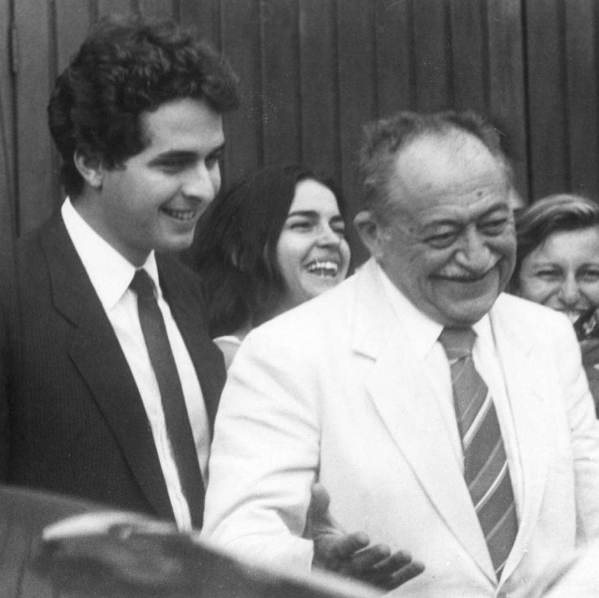 Hoje é um dia de saudade. Há 15 anos perdemos Miguel Arraes e há seis anos Eduardo Campos. Mas que sorte a nossa que pudemos conviver com os dois e viver a forma intensa como atuavam em defesa do povo pernambucano.  A gratidão é eterna!  Obrigado, Arraes! Obrigado, Eduardo! https://t.co/lM8nYTDtRA
