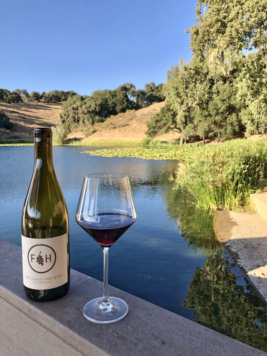 We love wine with a view. What's in your glass today? 🍷 @foldedhills https://t.co/CQmiT7M4Zv