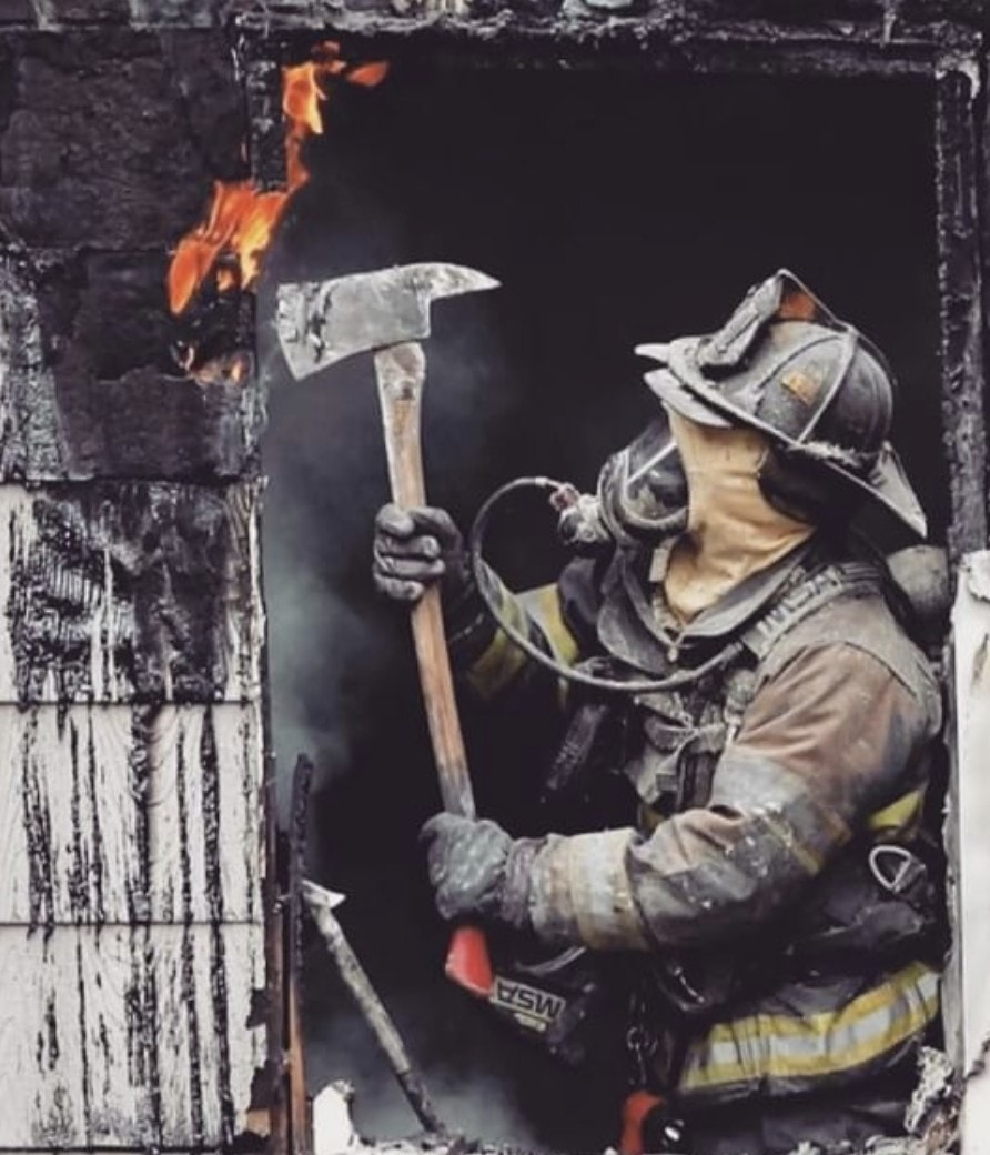 We are not all left handers but we all get put in the position where that is the only side to swing a axe from. #nationallefthandersday #kcfd https://t.co/Z7h4b65sFN