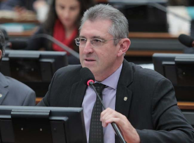 O deputado @HeitorSchuch (PSB/RS) apresentou requerimento solicitando a inclusão na Ordem do Dia da PEC 391/17, que prevê o aumento de 1% nos repasses de tributos para o Fundo de Participação dos Municípios (#FPM). https://t.co/SPu2GPhiYp