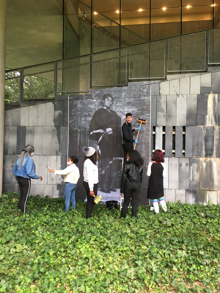 Fantastic session with @joecaslin as part of @glucksman My Generation project. Looking at the power of street art and the techniques Joe uses. We even temporarily installed one of his artworks on the side of the building!! https://t.co/UCOuT5dFiN https://t.co/rn2WYpt3CM