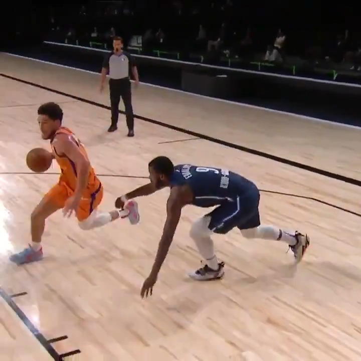 Jab step, pump fake, throwdown!   Devin Booker with 23 PTS & 28.4 FPTS at the end of the 1st half.  https://t.co/dJeEYm7PfV