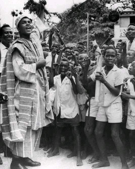 """@eniola_opeyemi: PHOTO: When Mohammed ALI Visited (àjumóni) Unity Primary School Mile2 1981  @Gidi_Traffic https://t.co/Iohj32Y7hf"