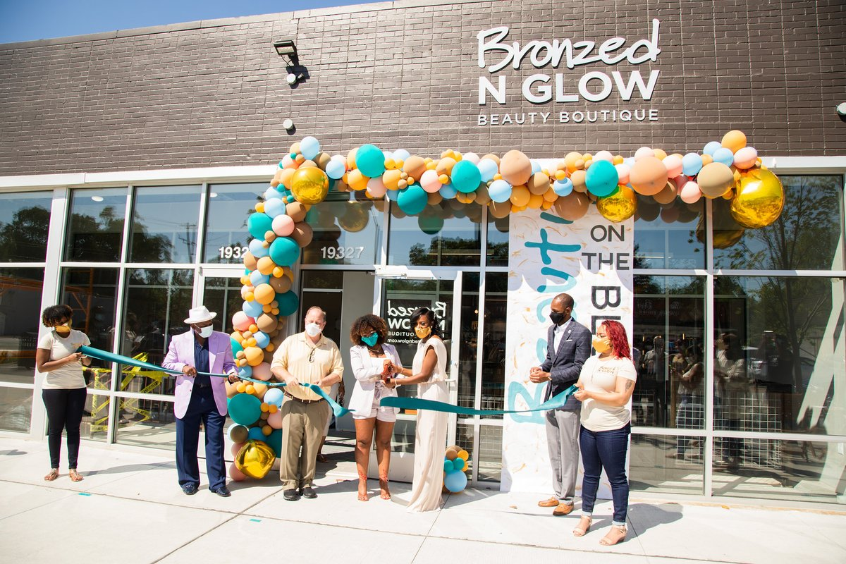 The Avenue of Fashion's latest business opening, Bronzed N Glow Beauty Boutique, isn't just a beauty supply store. Detroiters have an additional option in their search for inclusive beauty brands for all hair types. https://t.co/mqb1iCef9l https://t.co/rLjN8zKX4H