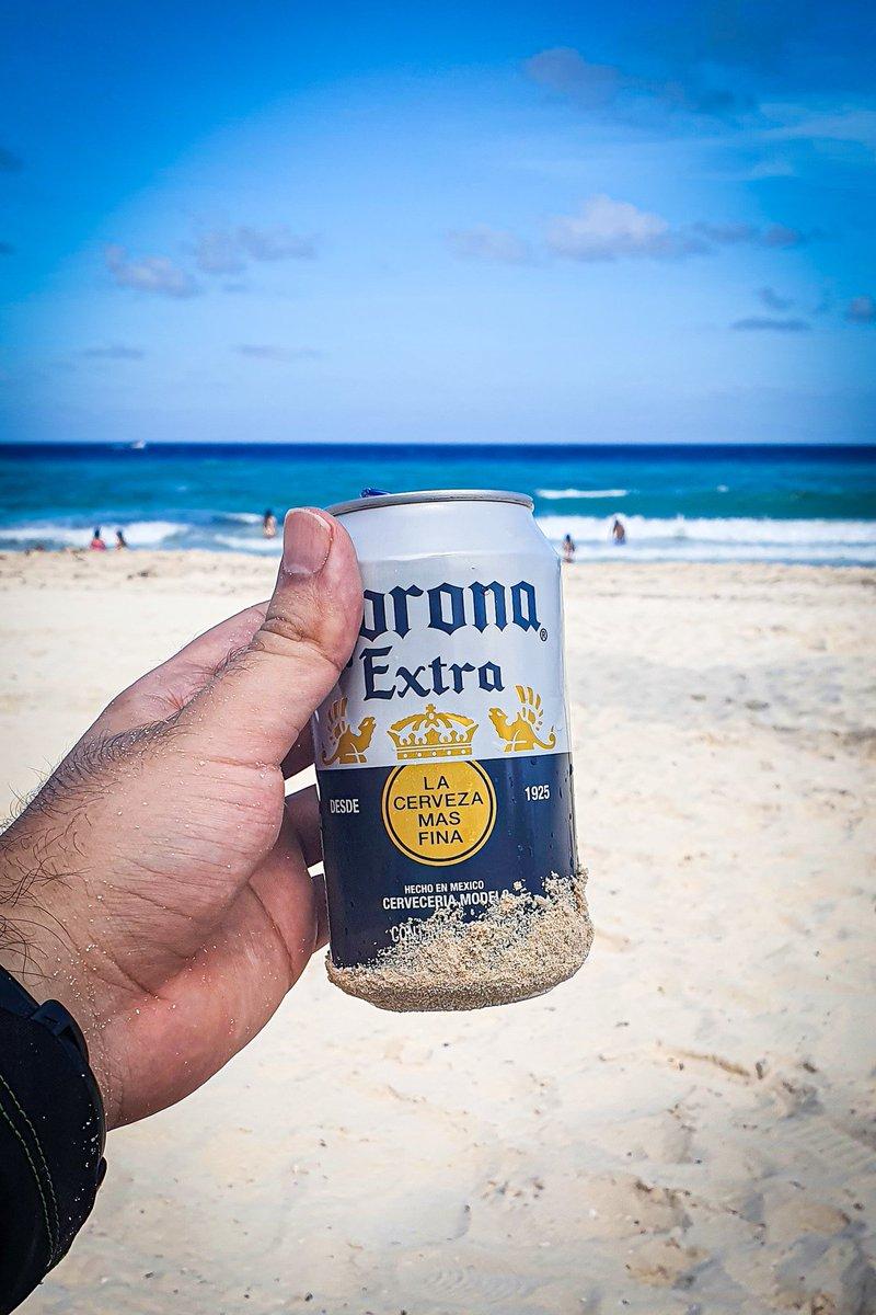 Nada como salir de la rutina y disfrutar de una cheve bien fría en la playa. La marca mexicana de cerveza más conocida a nivel mundial, Corona Extra con un grado de alcohol de 4.5% y su presentación en lata de 355ml. #18+ #evitaelexceso #cerveza #corona #beach #Cancun2020 https://t.co/u35c6JtaEn