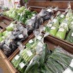 Image for the Tweet beginning: 今日(8月14日)は13時に #農マルさん直市場岡山店 に出品しました。キュウリ・ミニトマト・ナス・白ナス・オクラ・トマト。今日に限らず、我が家は基本朝採りです。本日出品分は全て #今朝採り野菜 です。 #中原おぐら畑 #今日の野菜 #農マル