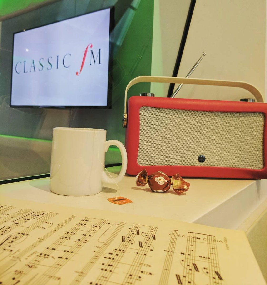 Spend your Friday afternoon lunch break in the company of the worlds finest classical pieces, handpicked by you. Join @realaled from 12pm to 2pm for Classic FM Requests.