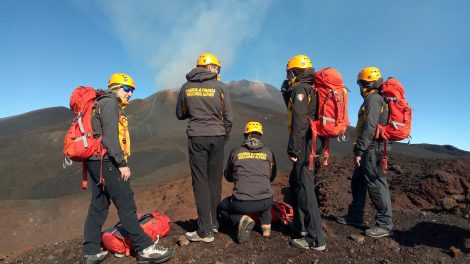 Fidanzati di perdono sull'Etna, salvati dal Soccorso Alpino (VIDEO) - https://t.co/3Fz7IMp995 #blogsicilianotizie