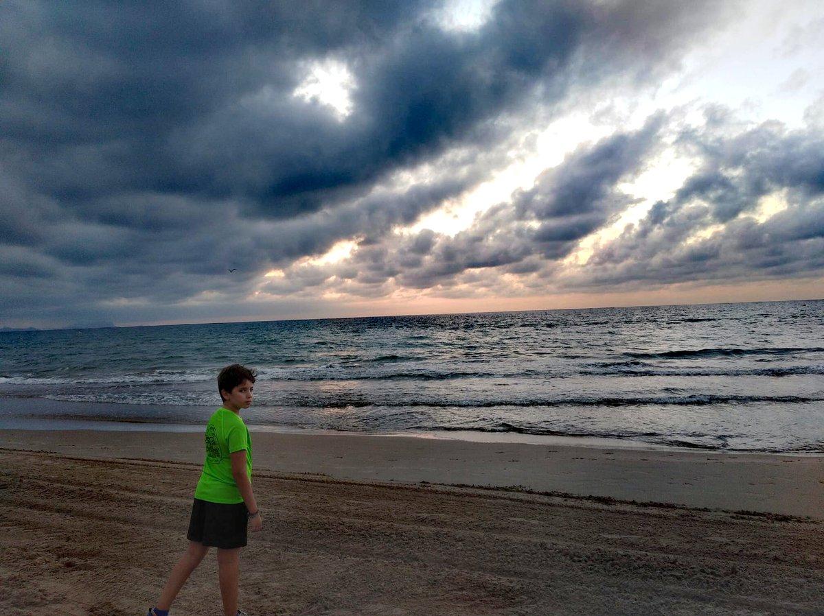 Viajeros, hoy ha sido #Gonzalo el que se ha pegado el madrugón para no perderse este #espectacular #amanecer desde la #Playa de #Muchavista en #ElCampello Feliz fin de semana.!💪💙💙 #CostaBlanca #Sunrise #Turismo #Beach #Viajar #Travel #Finde #Weekend