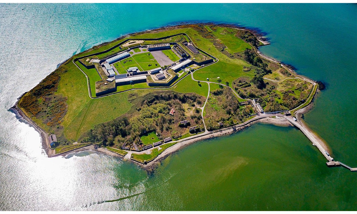 In this wonderful weather lots of people have been enjoying our scenic walking trails. Use your free map to discover the 'ring or Spike', with information panels & look out points aplenty. Don't miss our forts 12 museums & exhibitions as well!  #cork #cobh #ireland @Corkcoco https://t.co/Ohn0S1rPse