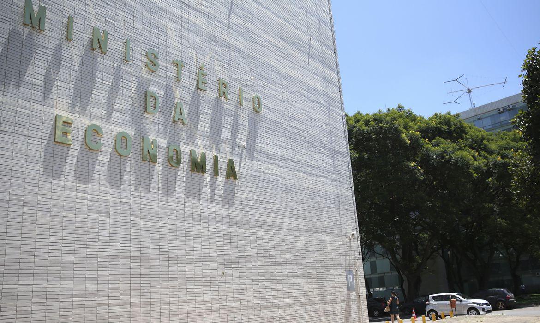 Governo adia avaliação de empresas estatais para possível privatização. O decreto adia para 6 meses após o fim do estado de calamidade pública.  https://t.co/1mGxieNPCW  📷Arquivo/ Agência Brasil https://t.co/lfWZQlXqsO