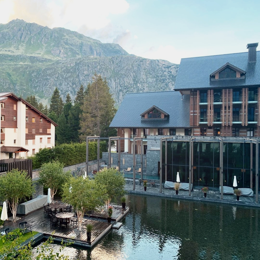 Captivating views of the mountains is one of the many things that @TheChediAnd has to offer!  📷  abenzel #TheChediAndermatt #GHMHotels #TheChedi #Andermatt #Switzerland #SwissAlps #MountainView #BlueSky  #Landscape #Summer #Travel #TravelGuide #BeautifulHotels https://t.co/t678CIuYxM